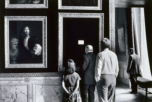 An image of Versailles, France by Elliott Erwitt