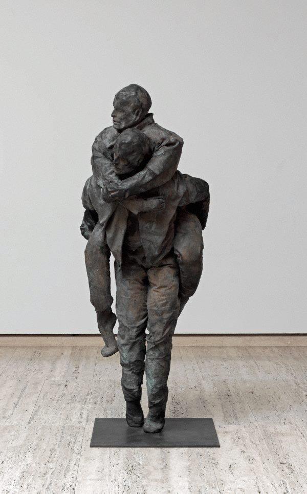 Piggy back (right), (1996) by Juan Muñoz