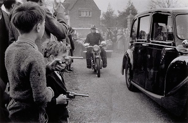 An image of Bulganin and Kruschev leaving Chequers, UK