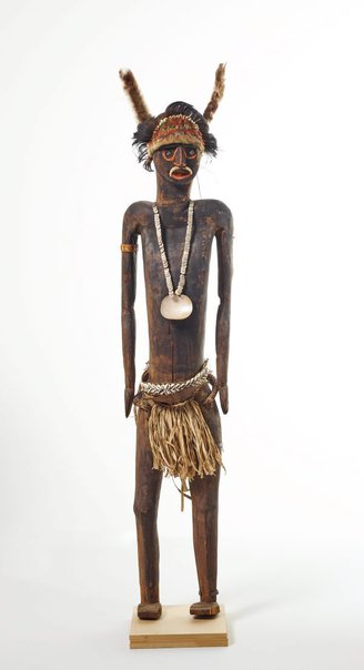 An image of Decorated male figure by Usarufa people