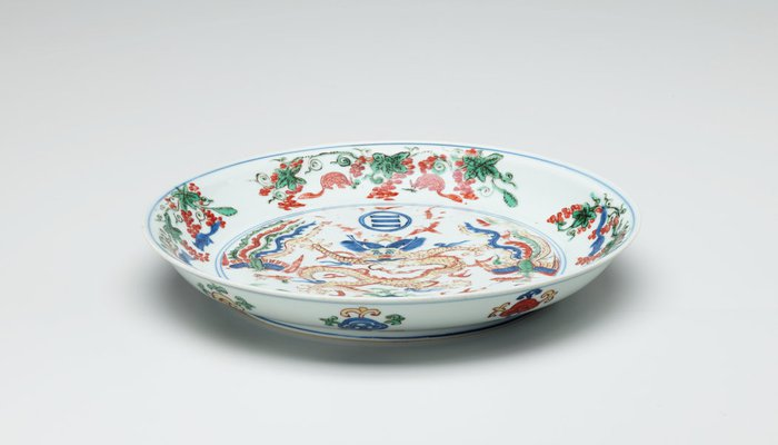 Alternate image of 'Wucai' dish decorated with dragon and two phoenixes above the Immortal Isles in the Eastern sea by Jingdezhen ware