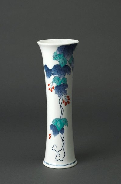An image of Vase with design of ivy by Rozan