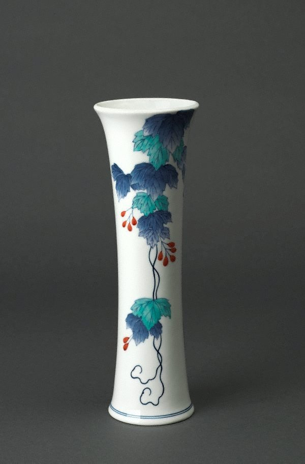 An image of Vase with design of ivy
