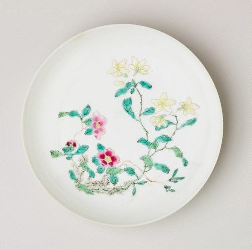 An image of Dish decorated with flowers by Jingdezhen ware