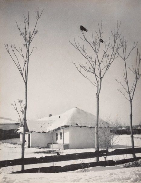 An image of untitled (winter scene in a village) by Aurel Abramovici