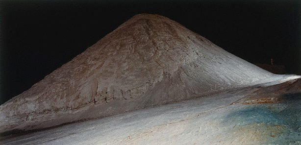 An image of The large mound of crushed gypsum at Ballast Head (1)