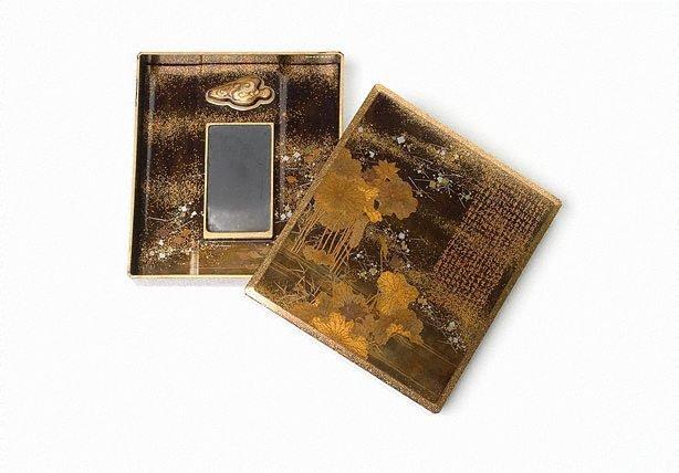 An image of 'Suzuribako' (writing box)