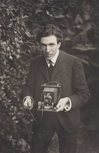 AGNSW collection Harold Cazneaux Self portrait - Harold Cazneaux (1904) 35.1985