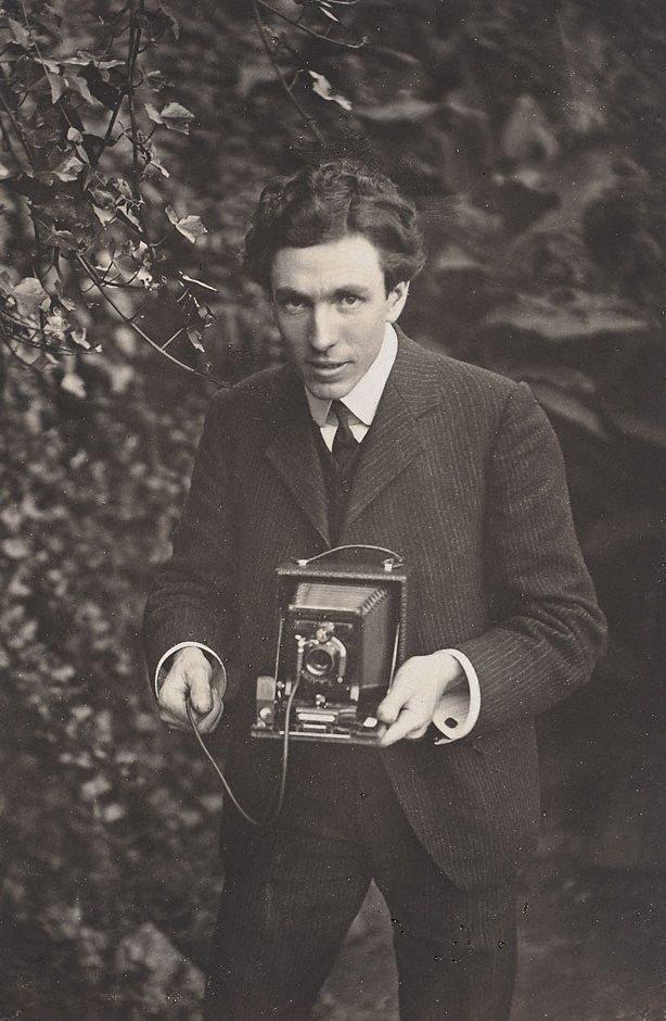 An image of Self portrait - Harold Cazneaux