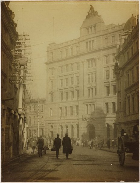 An image of Spring Street, Sydney looking into Pitt Street by Harold Cazneaux
