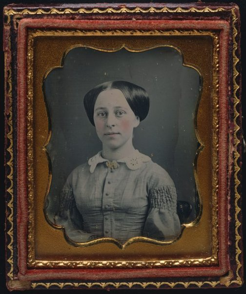 An image of Untitled (young woman without earrings in simple dress) by Unknown