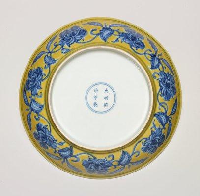 Alternate image of Dish with gardenia spray design by Jingdezhen ware