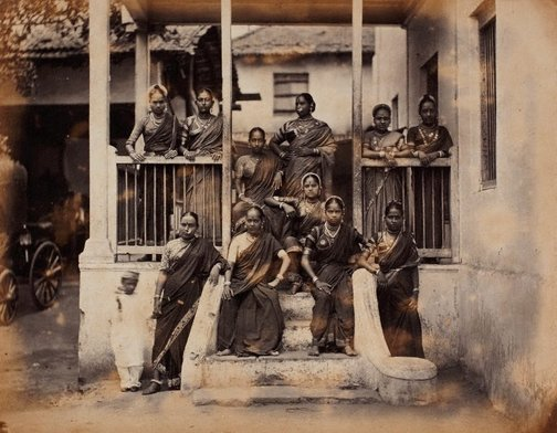 An image of recto: Nautch girls, Bombay (group portrait) verso: (2 women) by Taurines studio