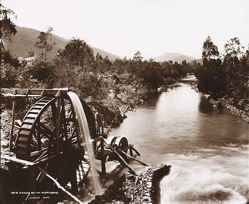 An image of Gold digging on the Ovens River by Nicholas Caire