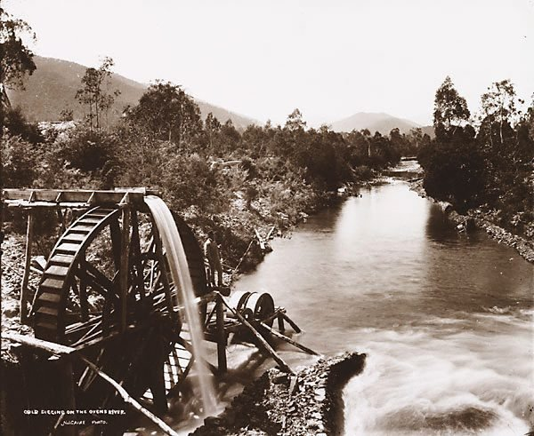An image of Gold digging on the Ovens River