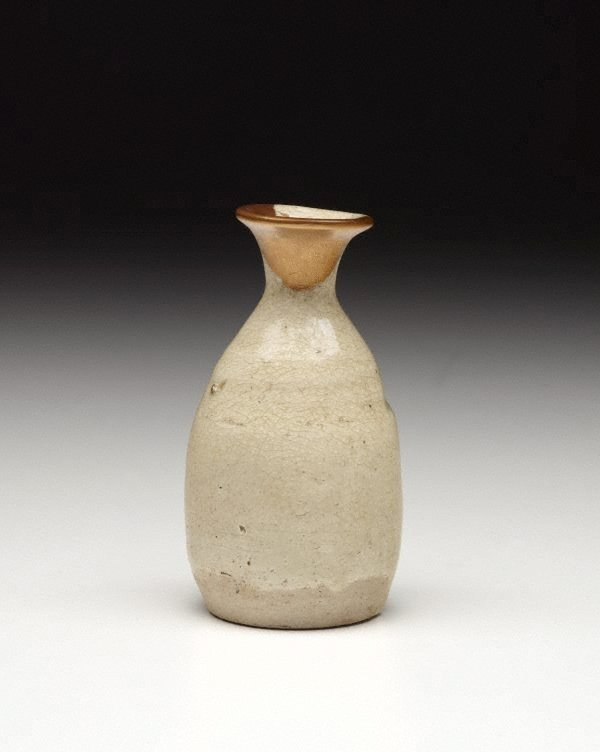 An image of Sake bottle with gold lacquer mending