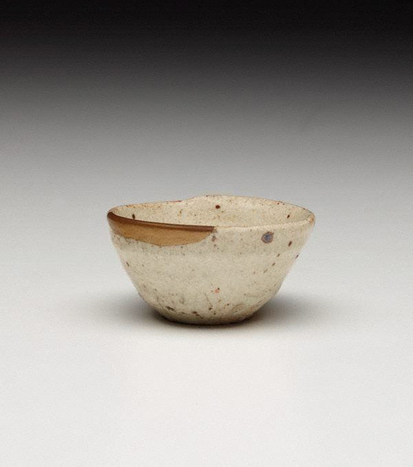 An image of Sake cup with gold lacquer mending