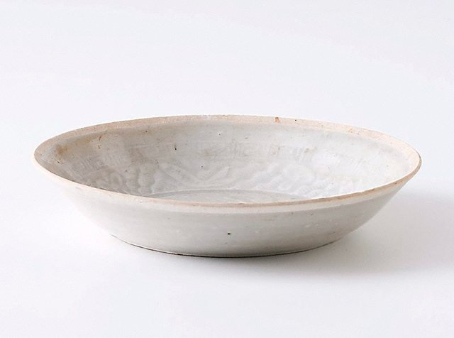 An image of Saucer dish with decoration of lotus pond and fish