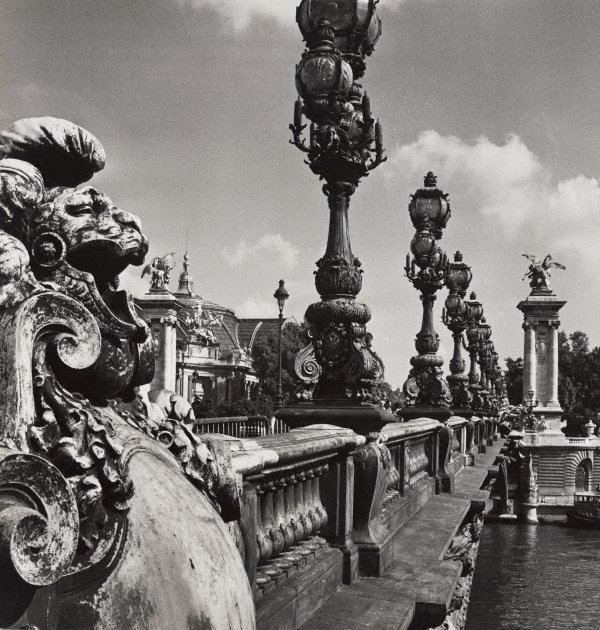 An image of Untitled (the balustrade of Pont Alexandre III)