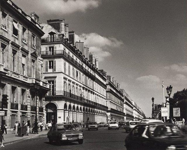 An image of Untitled (cars on rue de Rivoli)