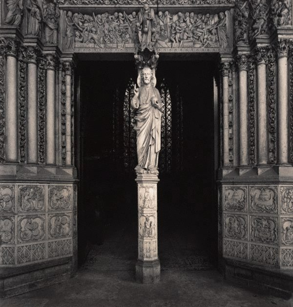 An image of Untitled (the statue of Christ at the portal of La Sainte-Chapelle)