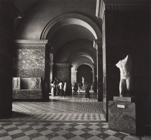 An image of Untitled (interior of the Louvre with a view towards Venus de Milo) by Max Dupain