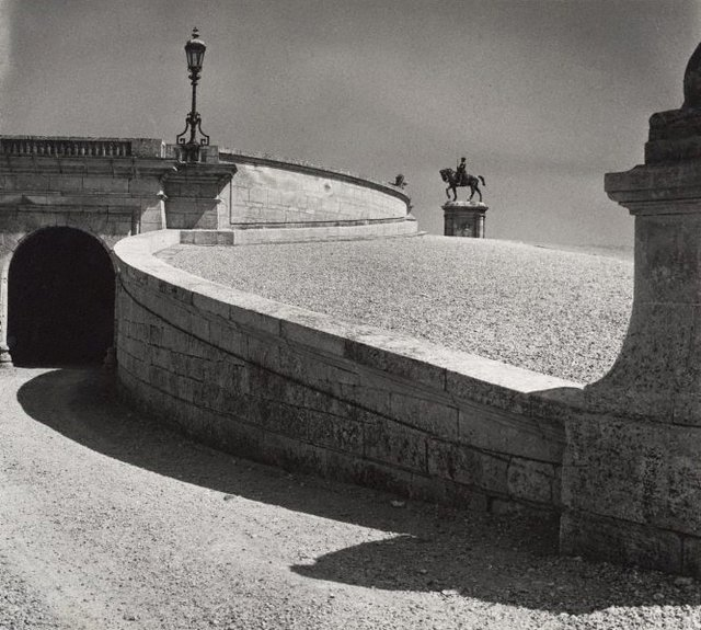 An image of Untitled (ramp and statue of Anne de Montmorency 1886 by Paul Dubois, Domaine de Chantilly)