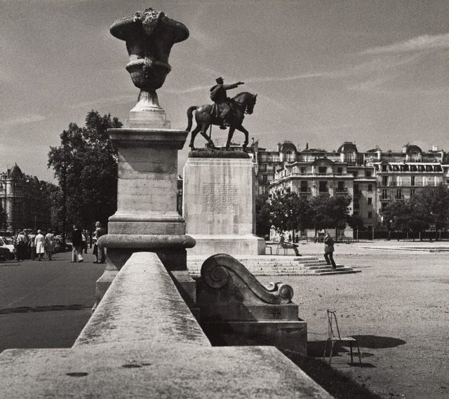 An image of Untitled (statue of Maréchal Joffre, Place Joffre, Champ-de-Mars)