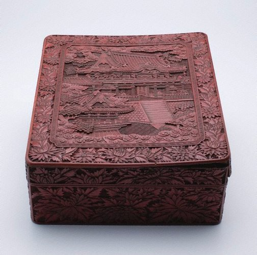 An image of Covered box with design of Nikkô Shrine by Meiji export ware