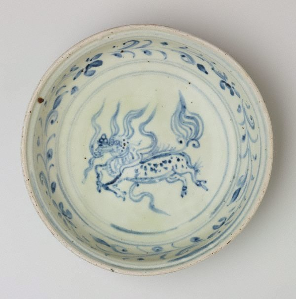 An image of Dish with 'qilin' motif