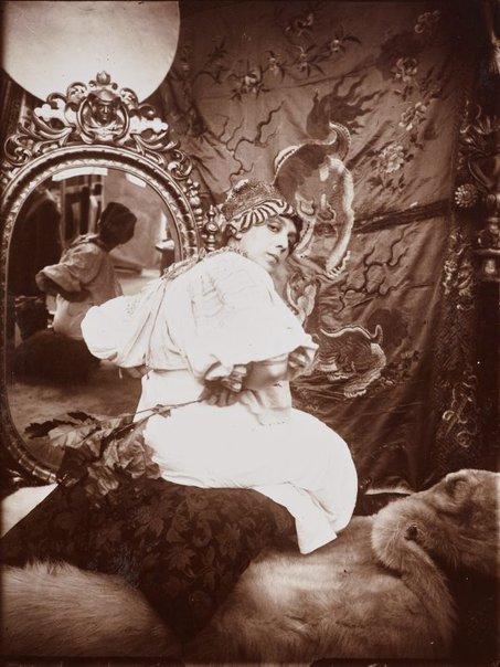 An image of Untitled (Sarah Bernhardt) by Alphonse Mucha