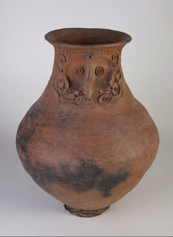 An image of Damarau (sago storage jar)