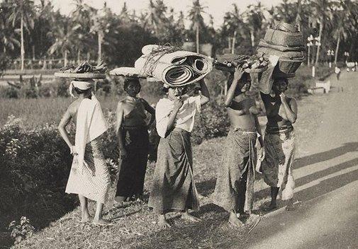 An image of Untitled (Island girls) by Henri Mallard