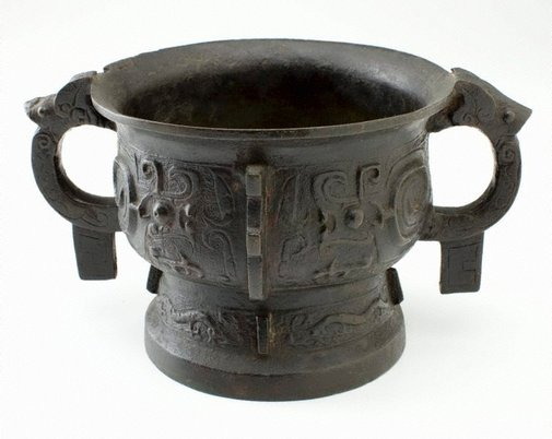 An image of 'Gui' food vessel decorated with 'kui' dragon motifs by