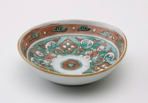 An image of Dish decorated with 'thepanom' interspersed with rhomboids by Bencharong ware