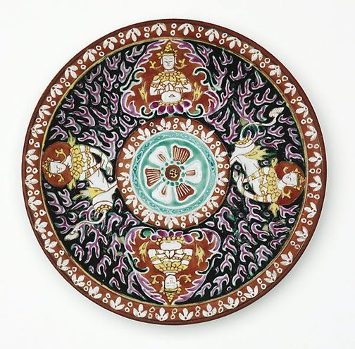 An image of Dish decorated with two 'thepanom' and two 'norasingha' by Bencharong ware