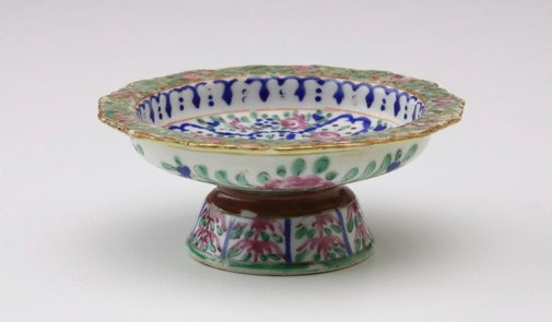 An image of Tazza decorated on front with pink roses on blue surrounds, with three pink roses on underside by Bencharong ware