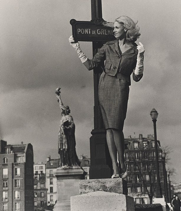 An image of Sally Greenhill, model, Pont de Grenelle, Paris