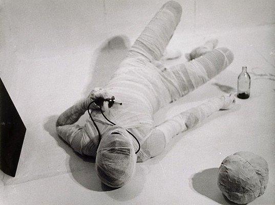 Alternate image of 6. Aktion 1966, Wohnung Schwarzkogler, 1010 Wien, Werdertorgasse by Rudolf Schwarzkogler
