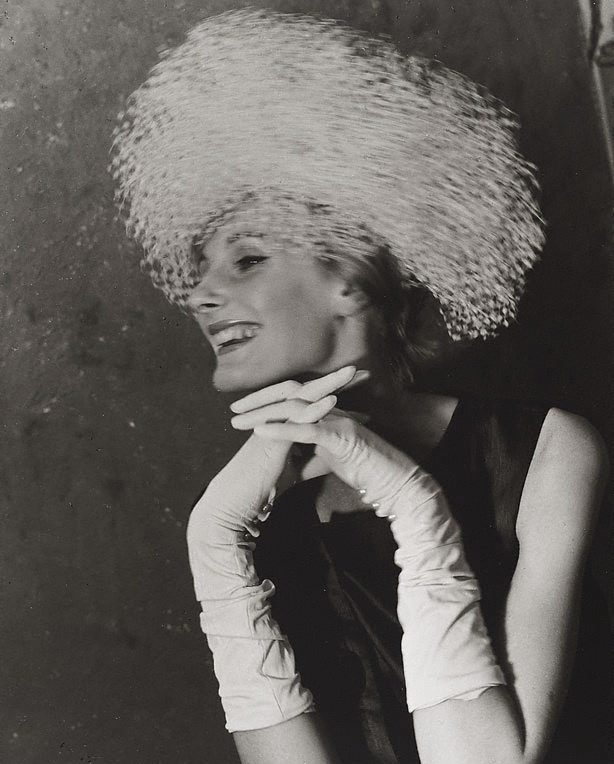 An image of London fashion (James Wedge hat)
