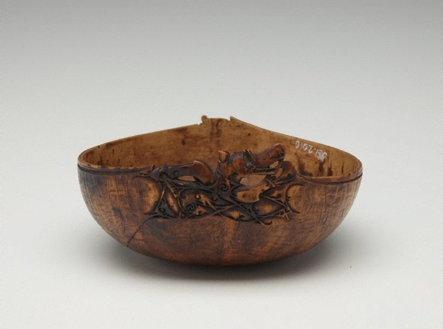 An image of Bowl carved with mythical creature (aso)