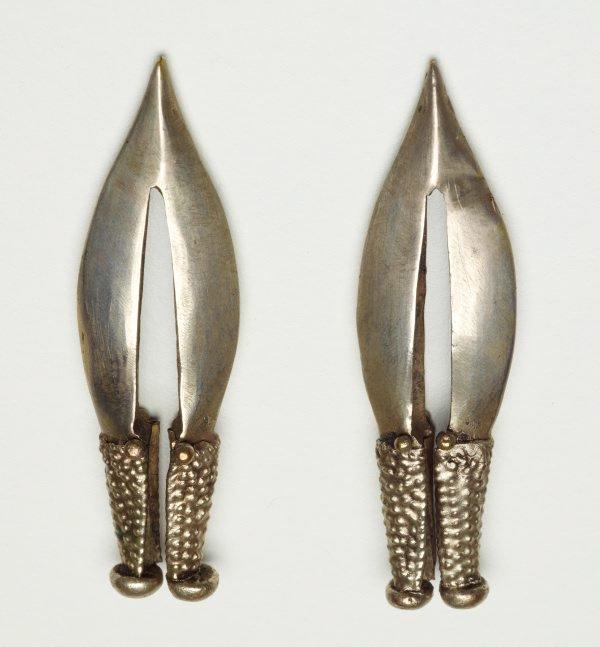 An image of Pair of earrings
