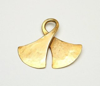 AGNSW collection Pendant in a double-axe form (taka) 19th century-20th century