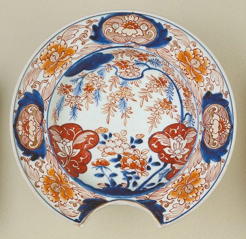 An image of Shaving dish with flower design by Arita ware