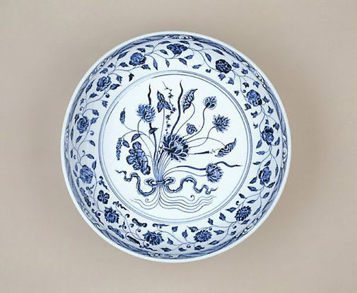 An image of Dish with bouquet design by Jingdezhen ware