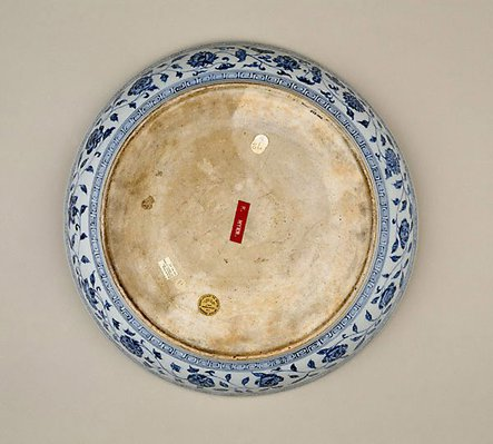 Alternate image of Dish with bouquet design by Jingdezhen ware