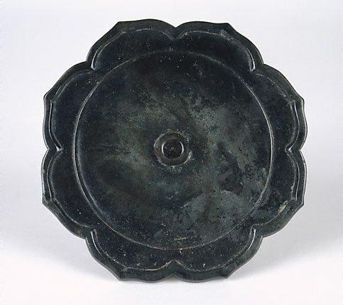 An image of Bronze mirror (foliate shape)
