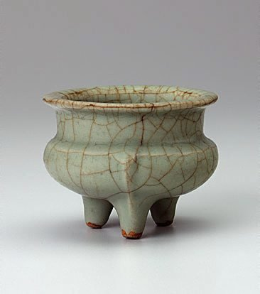 An image of Tripod vessel by Ge ware
