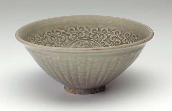 An image of Bowl with chrysanthemum design