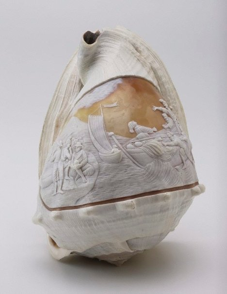 An image of Carved sea shell, fishermen comimg back from sea by Unknown